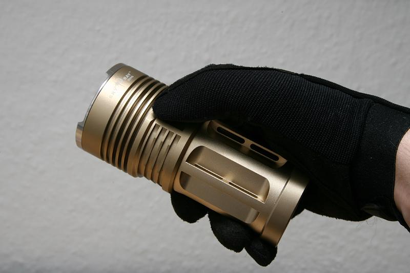 Компактный фонарь-прожектор SKY RAY KING (до 2000 лм по ANSI)